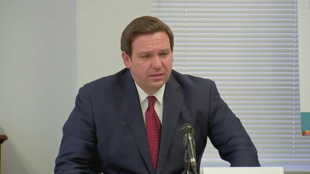 """Gobernador de la Florida compara reabrir escuelas con """"llevar a bin Laden a la justicia"""""""