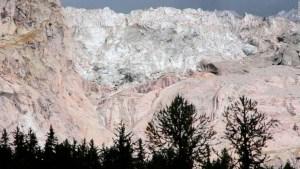 Se desprende un glaciar del Mont Blanc
