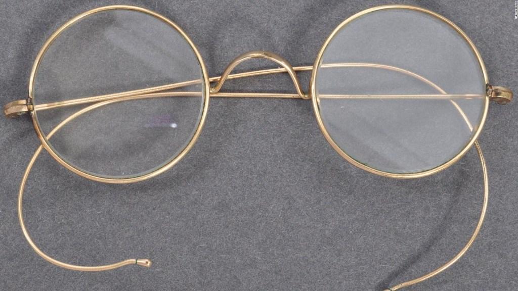 Subastador halla gafas que serían de Gandhi