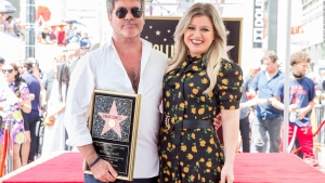 Kelly Clarkson reemplaza a Simon Cowell
