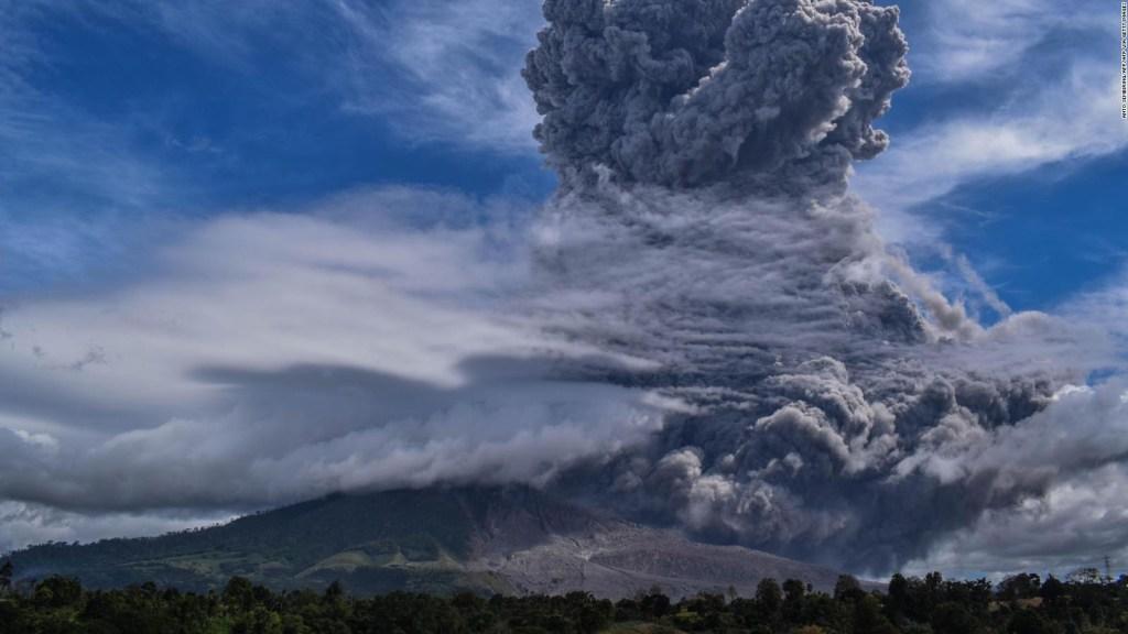 La erupción del volcán Sinabung en Indonesia