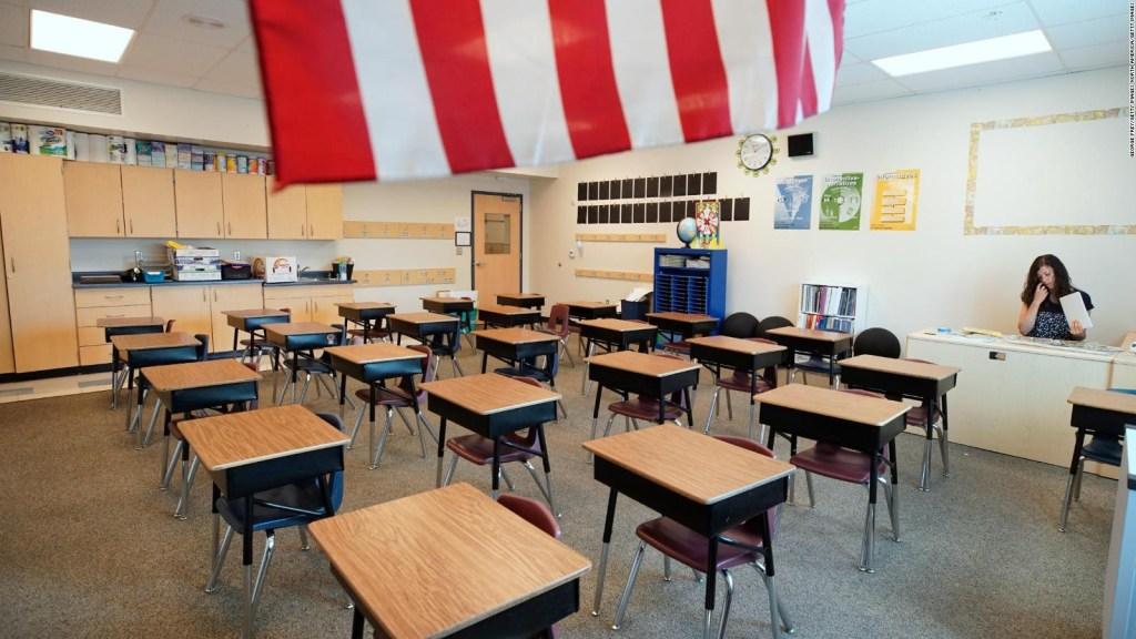 El riesgo de regresar a los salones de clases en EE.UU.
