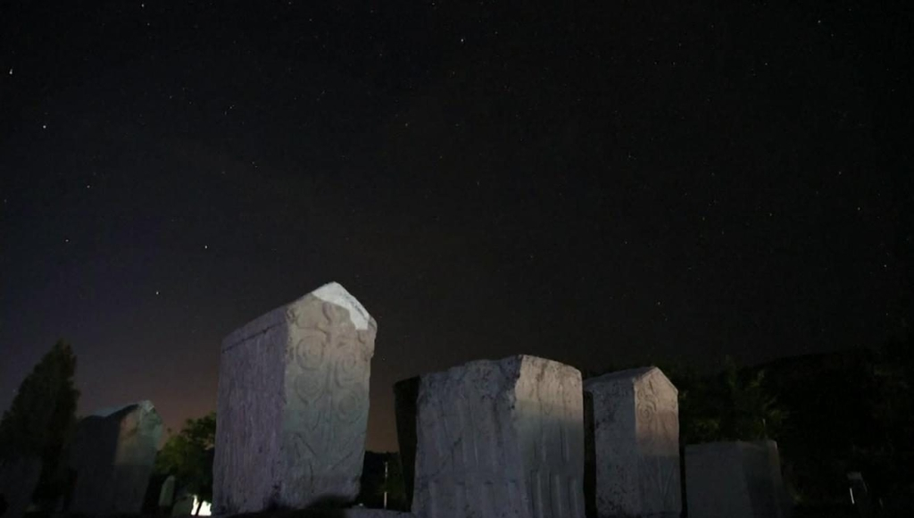 Impactante lluvia de meteoritos ilumina el cielo de Bosnia