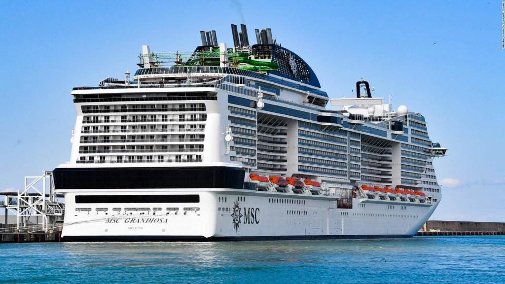Crucero con turistas a bordo realiza travesía experimental por el Mediterráneo