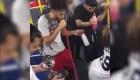 Multitud sin mascarillas celebra fiesta en Nueva York