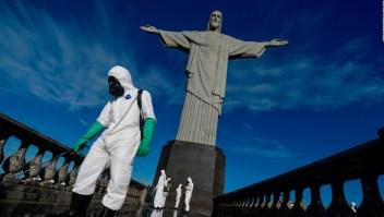 Así desinfectan al Cristo Redentor de Río