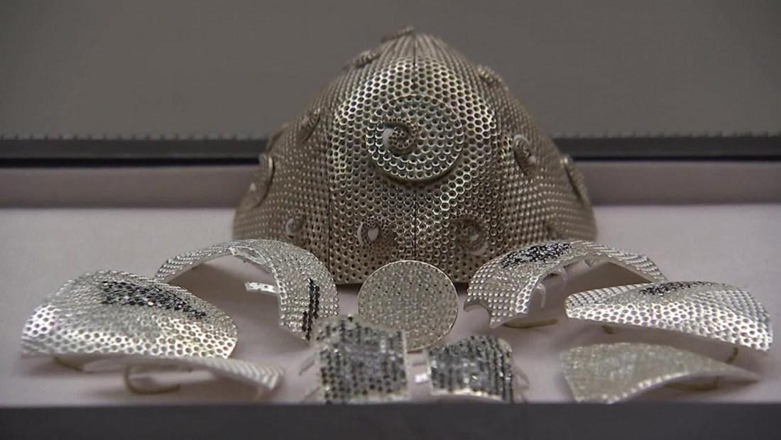 La máscara más cara del mundo lleva piezas de oro