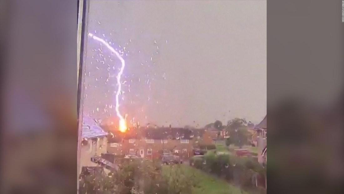 Este es el momento en el que cae un rayo en el Reino Unido