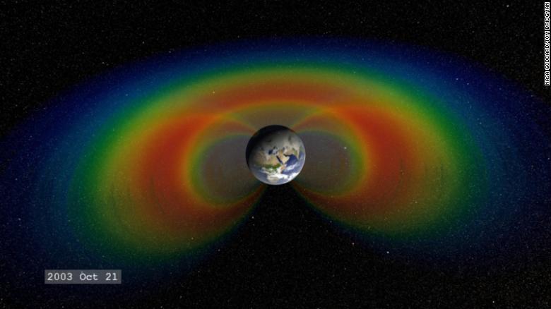 Una abolladura creciente en el campo magnético de la Tierra podría impactar satélites y naves espaciales