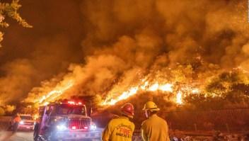 California sufre una ola de calor, incendios y raras tormentas al mismo tiempo