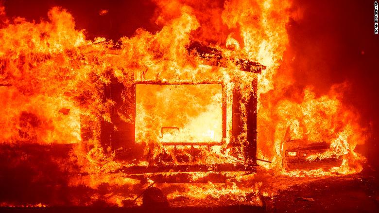 A algunas personas al oeste de Vacaville, una ciudad de unos 100.000 habitantes entre San Francisco y Sacramento, se les ordenó evacuar mientras los incendios ardían en las colinas