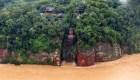 Inundaciones llegan a los pies de la estatua gigante de Buda