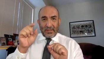 Dr. Huerta describe cómo recibió la inyección de Moderna