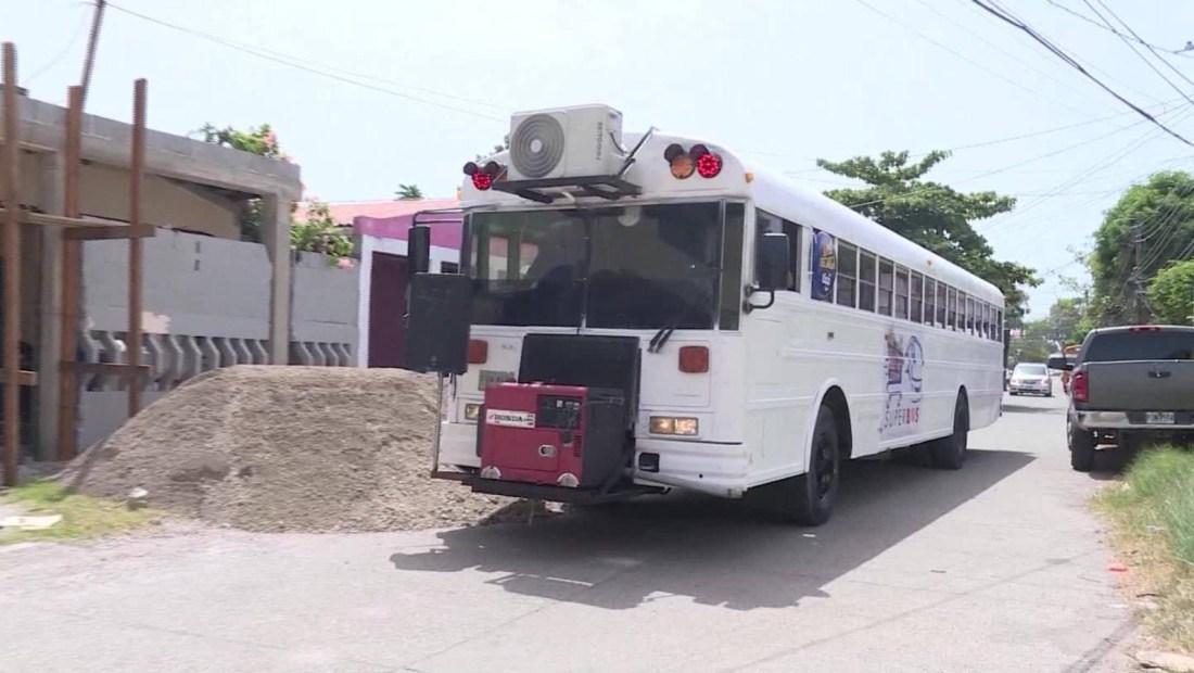 Banda transformó su autobús de giras en un mercado