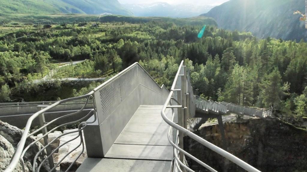 Inauguran impactante mirador sobre cascada en Noruega