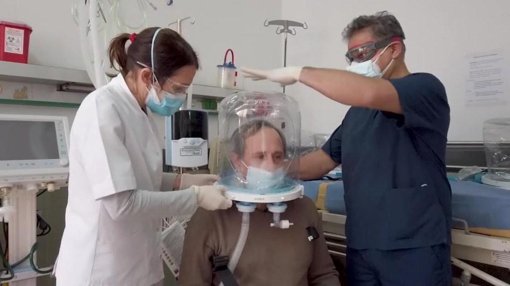 """Este """"casco"""" puede evitar que pacientes usen un respirador"""