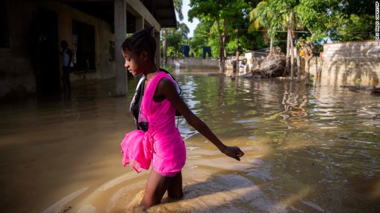 Marco toca tierra, pero es la tormenta tropical Laura la que tiene a los residentes del Golfo realmente nerviosos
