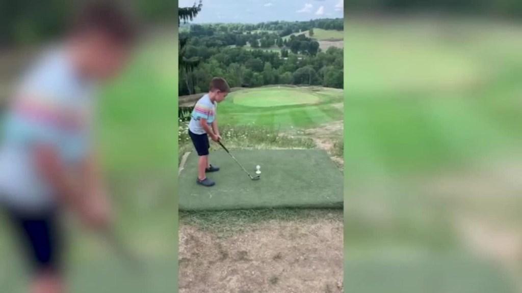 Un niño de 4 años logra un hoyo en uno