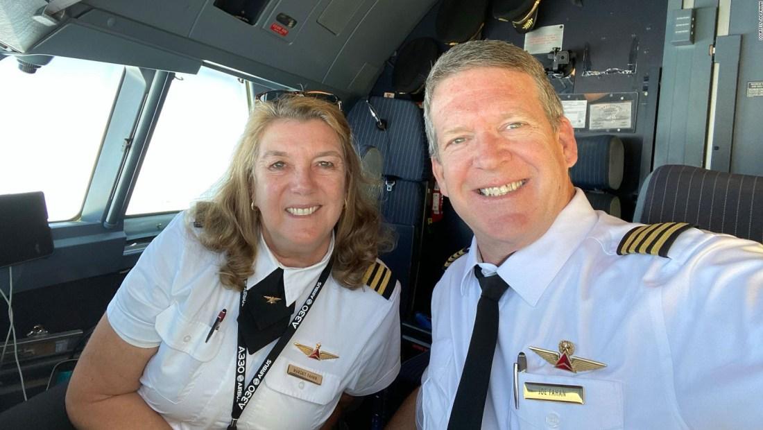 Pareja se jubila tras más de 30 años volando juntos