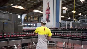 Caen las ventas de Coca-Cola y anuncia recorte de empleos