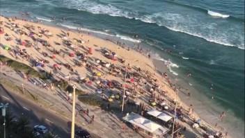 Abarrotan playas de Río de Janeiro en medio de la pandemia