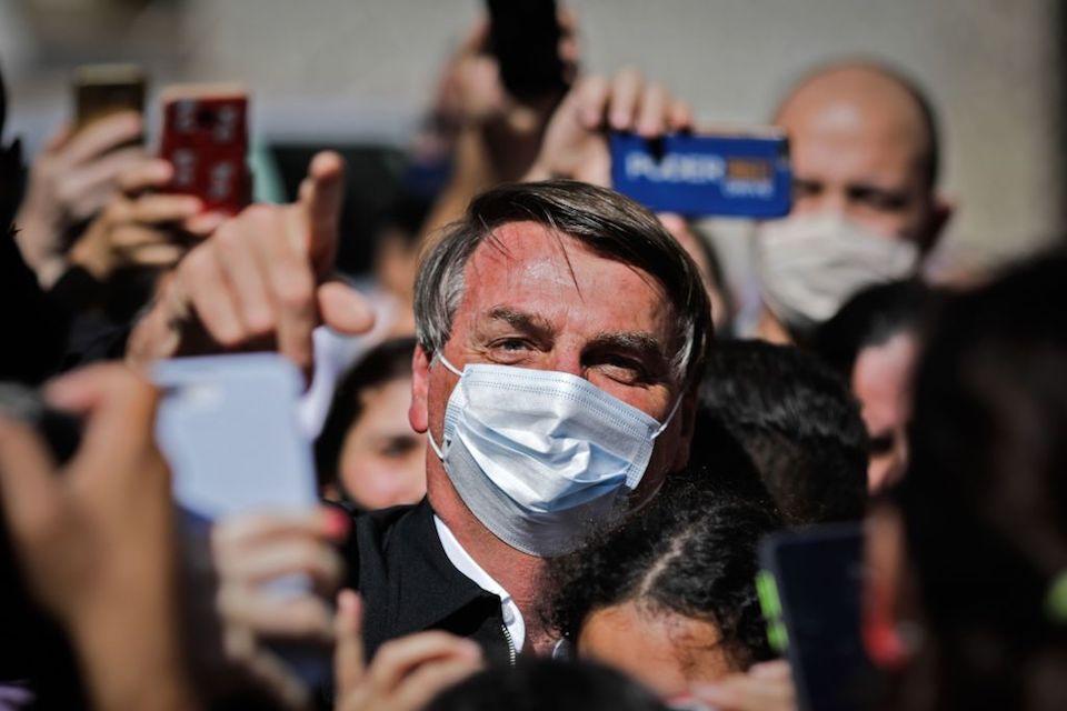 """Jair Bolsonaro amenaza con golpear """"en la boca"""" a un reportero"""