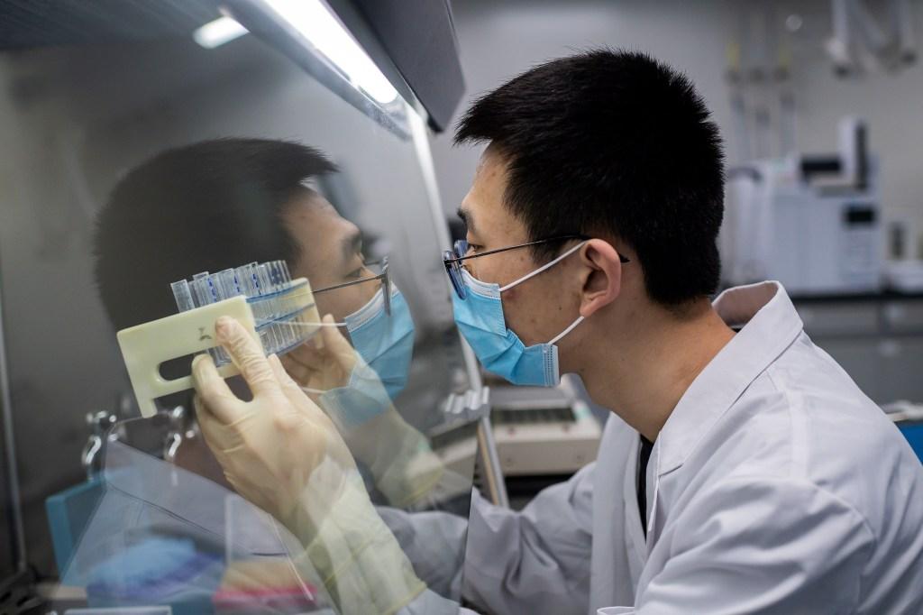 Visitamos un laboratorio chino que está buscando una vacuna contra el covid-19