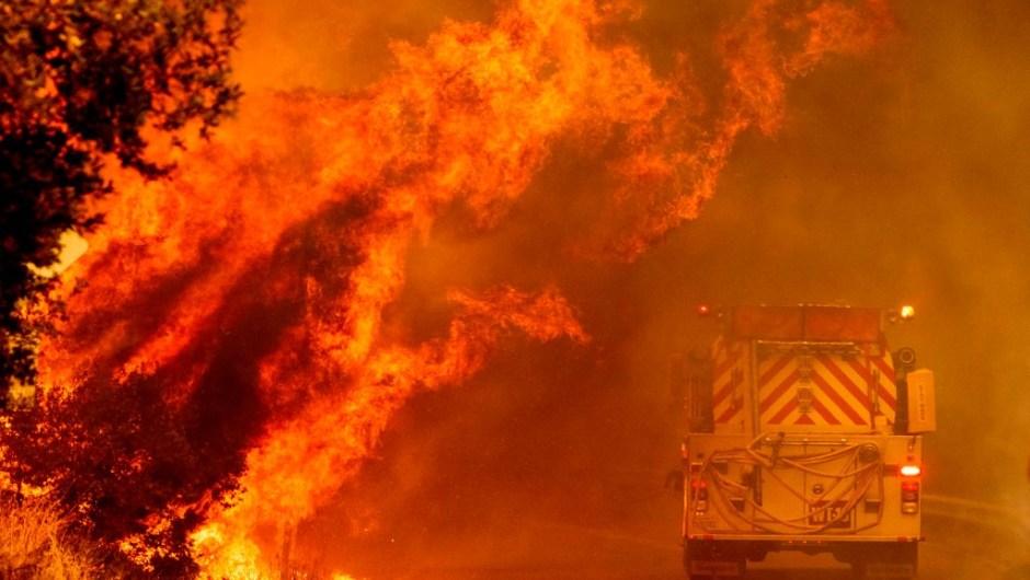 Incendios forestales california imágenes video llamas fuego consumiendo hectáreas afectada