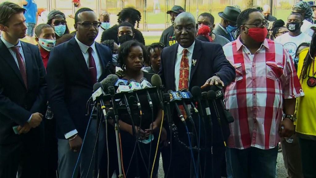Jacob Blake necesita 'un milagro' para caminar de nuevo después de que la policía de Kenosha le disparó, dice abogado