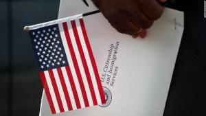 Un número récord de personas está renunciando a su ciudadanía estadounidense, según una nueva investigación. Este es el porqué