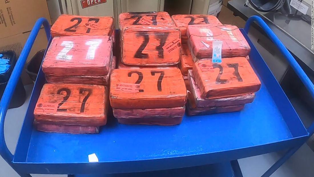 La Patrulla Fronteriza incautó más de US$ 1 millón en cocaína después de que llegó a una playa de la Florida