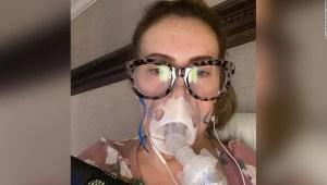 Alyssa Milano dice que está perdiendo el cabello después de luchar contra el covid-19 durante meses