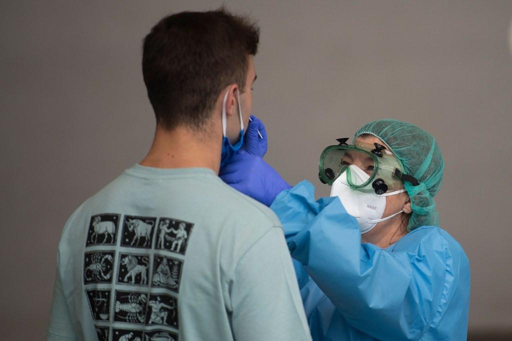 Aumentan rebrotes de coronavirus en España