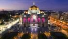 Primeros turistas en entrar a Bellas Artes tras reapertura