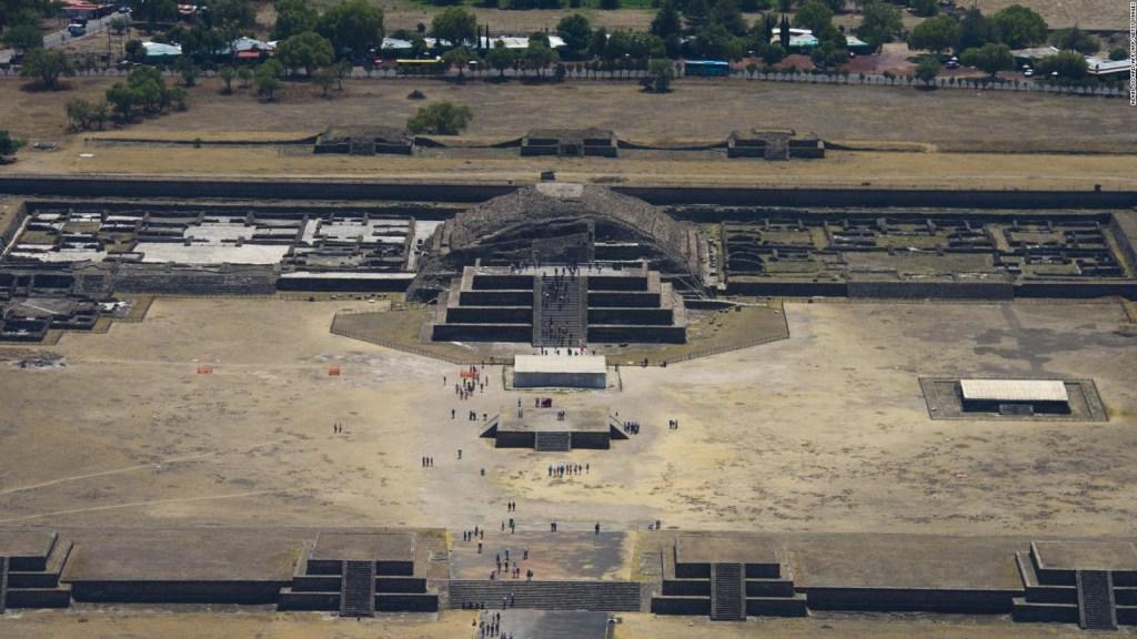 Turistas y comerciantes celebran reapertura de Teotihuacán
