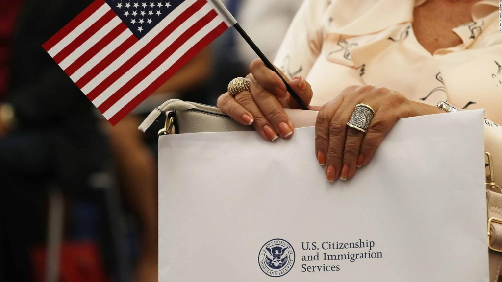 Mexicana narra cómo fue renunciar a su ciudadanía en EE.UU.