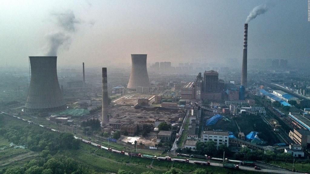 Profesor de Yale pide no invertir en energías fósiles