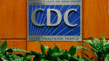Surge polémica por nueva directriz de los CDC sobre covid-19