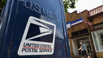 Director del servicio postal de EE.UU. contradice a Trump