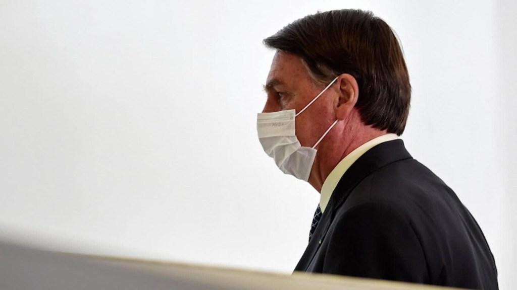 Bolsonaro esperará otra opinión para aprobar una vacuna en Brasil