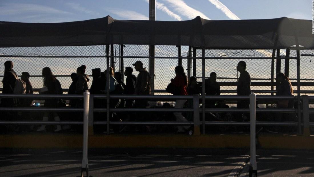 Restricciones fronterizas afectan la compra de medicamentos