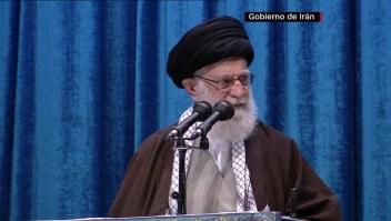 Líder supremo de Irán condena acercamiento de EAU con Israel