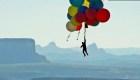 Así sobrevoló un desierto sujetado por globos de helio