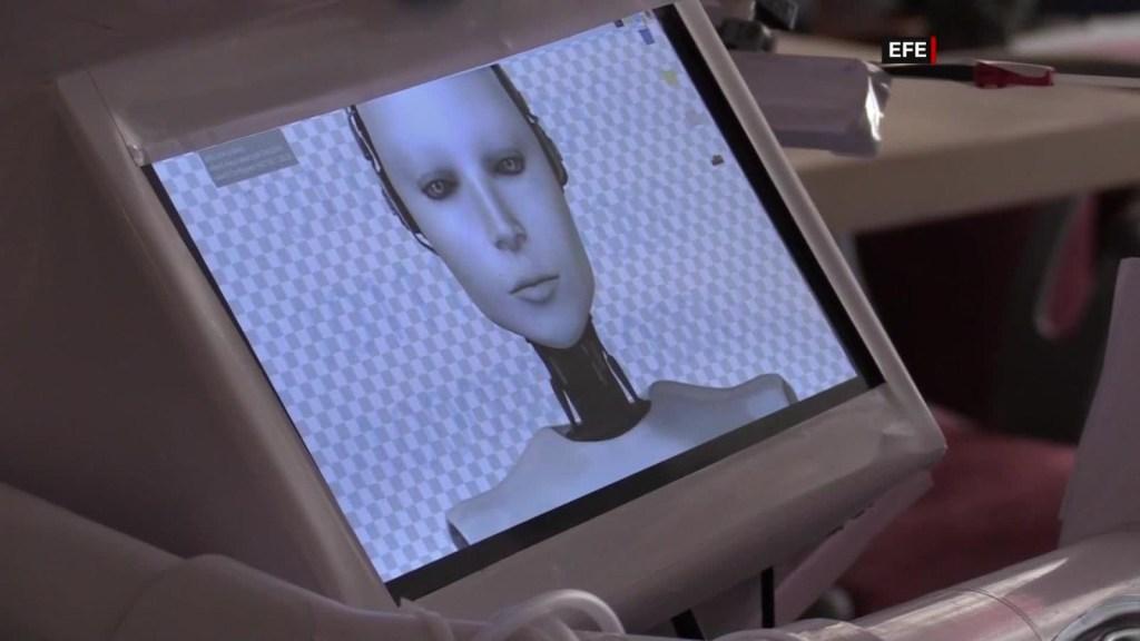 Cira, una robot 'artesanal' contra el covid-19