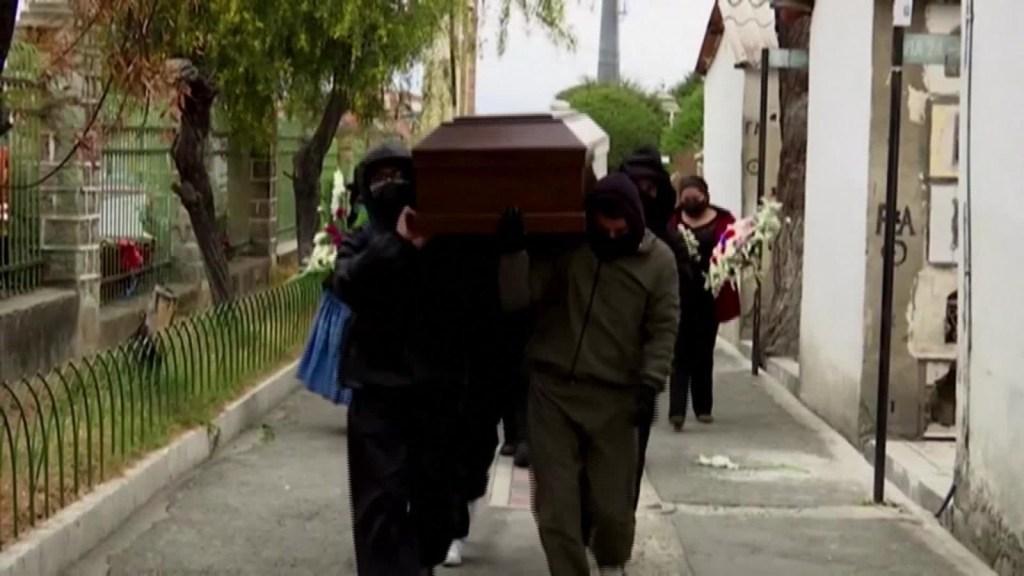 Bajan los casos, pero suben los muertos por covid-19 en Bolivia