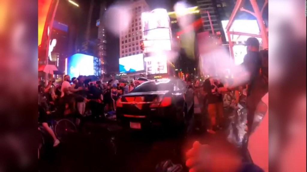 Auto embiste a manifestantes en Nueva York