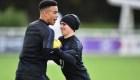 2 futbolistas, expulsados de la selección inglesa