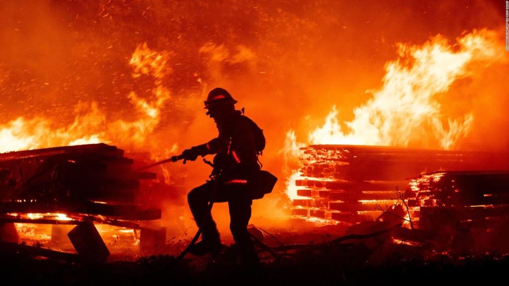 Incendios en California: rescatan a más de 200 personas