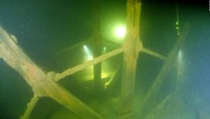 Buzo halla restos de barco de vapor que naufragó en 1819