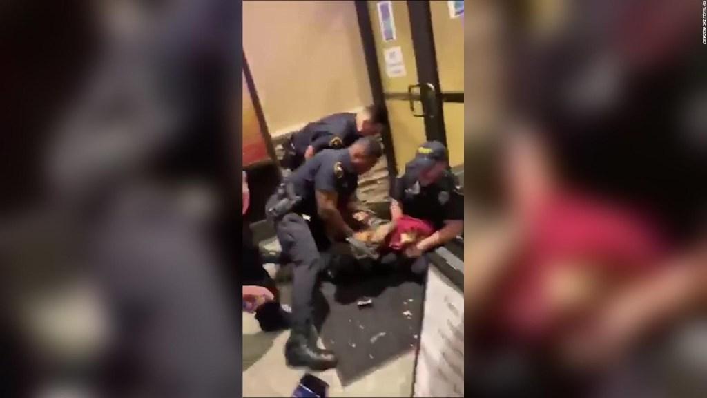 Video: policía golpea a un joven negro en Louisiana